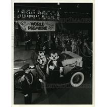 "1978 Press Photo Mickey Mouse and his Favorite Date at ""Steamboat Willie"" Debut"