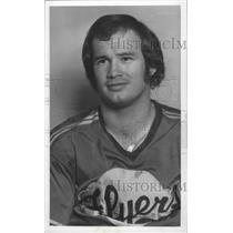 1977 Press Photo Don Dirk Flyers' Hockey Player Smirks at the Camera - sps03910