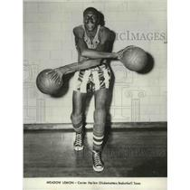 1961 Press Photo Meadow Lemon of Center Harlem Globetrotters Basketball team