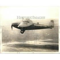 "1934 Press Photo Swift monoplane ""Joseph Le Brix"" flying over New York"