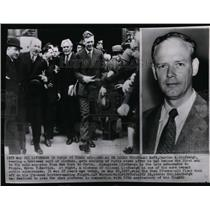 1952 Press Photo 25 year difference in Charles A. Lindbergh - spw06093