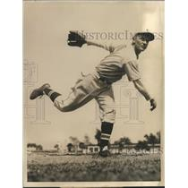 1939 Press Photo Lloyd Moore, pitcher, Cincinnati Reds - sbs06010
