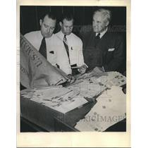 1944 Press Photo St. Louis Browns' Jim Conzelman with World Series fan mail