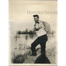 1932 Press Photo NY Giants Hughie Critz helps Mississippi Flood relief