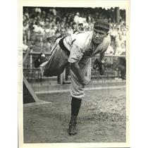 1938 Press Photo Rus Bauers, pitcher, Pittsburgh Pirates - sbs06287