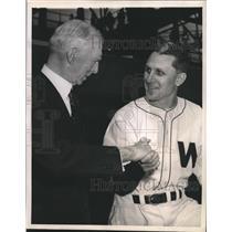 1943 Press Photo Connie Mack shakes hands with new Senators' mgr. Ossie Bluege