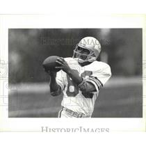 1987 Press Photo Seattle Seahawks football player, Steve Largent, with the ball