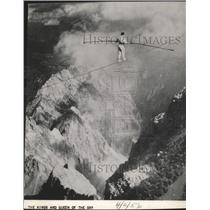 1956 Press Photo The Kings and Queen Of The Sky does stunt way up a mountain top