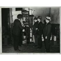 1934 Press Photo New York Welfare Island Prison Raided by Police NYC - neny20556