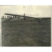 1930 Press Photo Glider Making Safe Landing on Roosevelt Field in Long Island