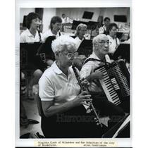 1990 Press Photo Virginia Clark and Ken Schwittau rehearse for Brookfield Band