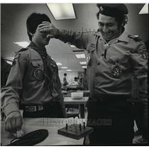 1983 Press Photo A Milwaukee Boy Scout Undergoes a Test of Adaptiveness