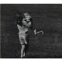 1993 Press Photo Lisa Randolph and Kaitlyn Kittell Play at Lincoln Elementary