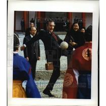 1992 Press Photo President Bush Plays Kemari Imperial Palace Kyoto Japan