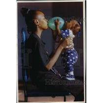 1993 Press Photo Shawna Bradley and Her Niece Vanea Reed with a Balloon