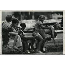 1976 Press Photo Youngsters Playing at Cathedral Square in Downtown Milwaukee