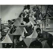 1977 Press Photo Children at Clarke Street Kindergarten and Primary Annex Recess