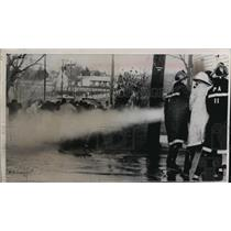 1964 Press Photo Firehoses used to disperse student protesters  - mja70851