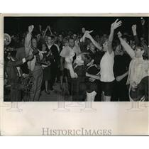 1966 Press Photo Young People at Civil Rights Demonstration in Wauwatosa