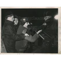 1963 Press Photo Police Clash with George Rockwell in Chicago at a Nazi Party