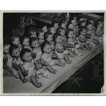 1987 Press Photo Group of dolls before being formally dressed after manufacture