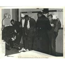 1901 Press Photo Searching Prisoner at Warrensville - nef66715