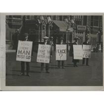 1920 Press Photo Tax Service Men's Union Parading outside the Parliament