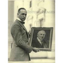 1922 Press Photo Everett E.Wood of Chicago with Portrait of Pres. Harding