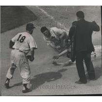 1952 Press Photo Milwaukee Brewers Baseball Game, Jack Dittmer Thrown Out