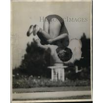 1929 Press Photo Helen Patch of Los Angeles Gymnast Somersault - neo09960