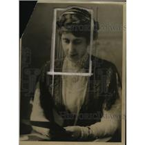 1918 Press Photo Mrs. Henry Rainey, Wife of Cong. Rainey of Il.,Helping Women