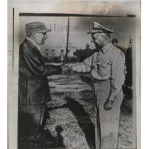 1950 Press Photo Arthur E. Struble & Edward M. Almond @ X Corps HQ, Inchon Korea