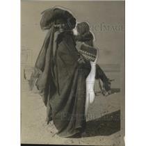 1925 Press Photo Traditionally Dressed Persian Woman - neo12589