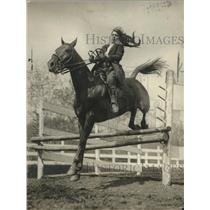 1922 Press Photo Harriet Mitchell in Junior Horse show making a jump - neo12773