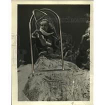 1932 Press Photo Gloria Stuart in Snow Shoes - neo14249