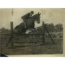 1920 Press Photo Betty Stettinius on General Bob over a hurdle at Mineola show