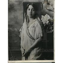 1924 Press Photo Ms. Mithan Tata, Indian Woman Admitted as Bombay Court Advocate