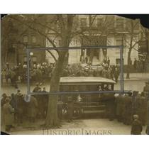 1924 Press Photo Zompers casket arrives at AFL building in DC funeral