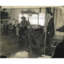 1918 Press Photo Knitting Machine Latest Development - neo18154