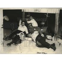 1923 Press Photo Family Sleeping on Coney Island Beach During Hot Weather