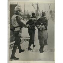 1931 Press Photo Japanese Soldier Captures Bandits - neo21621