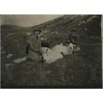 1923 Press Photo Lady Girle and daughter with their trophy Mountain Goats