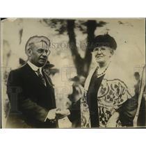 1925 Press Photo Sen Hiram W. Johnson & Vocal Teacher, Mrs. N.E. White