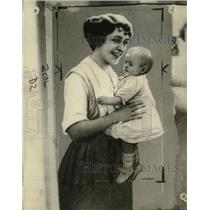 1921 Press Photo Mrs. Margaret Torrens and her kidnapped daughter - neo22593