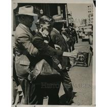 1938 Press Photo Carl Bergmark news cameraman seized in San Francisco