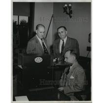 1952 Press Photo Dr. B.L. Corbett Safety Commission meeting in Madison Wisconsin