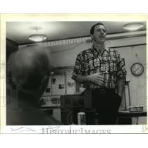 1996 Press Photo New Orleans Saints - Coach Bobby April Talks to Green Wave Club