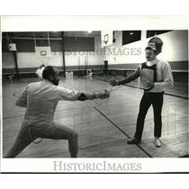 1984 Press Photo Fencing - Irvin Schwary, Jr. and Chris Trammell - noa20239