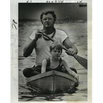 1975 Press Photo World Championship Pirogue Races - O.J. Authement Jr. and Son