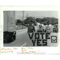 1993 Press Photo Avondale Shipyard - Workers in Support of Union, Louisiana